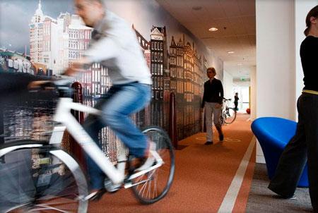 Nhân viên Google tại Hà Lan có thể đạp xe đạp trong văn phòng.
