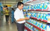 Giá sữa có giảm khi áp giá trần?