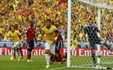 Bộ đôi trung vệ Silva - Luiz khuất phục Colombia