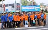 Chi đoàn Ngân hàng Đông Á - chi nhánh Bình Dương và  Đoàn phường Phú Cường: Ra quân vệ sinh môi trường