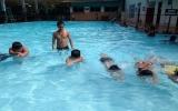 Hơn 1.000 trẻ em có hoàn cảnh đặc biệt được học bơi miễn phí