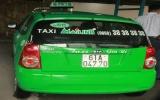 Bắt nghi can người nước ngoài trộm xe taxi