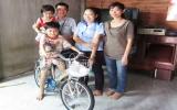 Công ty TNHH Poong In Vina:  Thăm, tặng quà công nhân sản xuất giỏi