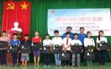 Đoàn khối Doanh nghiệp tỉnh:  Tặng 100 phần quà cho trẻ em có hoàn cảnh khó khăn