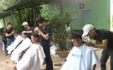 Nấu ăn từ thiện và cắt tóc miễn phí