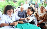 Hội Chữ thập đỏ tỉnh: Khám, phát thuốc, tặng quà cho 200 đối tượng chính sách, gia đình khó khăn tại TX.Tân Uyên