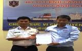Tặng quà cho Vùng Cảnh sát biển 1