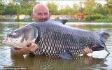 Bắt được con cá chép nặng hơn 70 kg