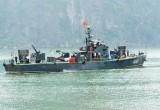 Vùng 5 Hải quân tích cực hỗ trợ ngư dân bám biển