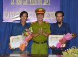 Giám đốc Cảnh sát PCCC Bình Dương: Khen thưởng đột xuất 2 công nhân có thành tích tham gia cứu hộ