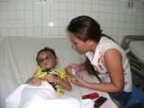 Bé gái 4 tuổi nghi bị hành hạ phải nhập viện cấp cứu