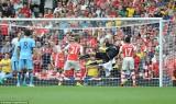 Man City may mắn cầm hòa Arsenal trong trận cầu nghẹt thở