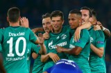 Huntelaar giúp Schalke chia điểm với Chelsea