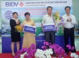 BIDV Bình Dương: Trao giải khách hàng trúng thưởng May mắn trọn niềm vui 2014