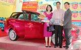 Nguyễn Kim Bình Dương trao xe Ford Fiesta cho khách hàng may mắn