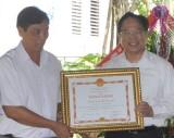Ủy ban Đoàn kết Công giáo TX.Thuận An: Đón nhận bằng khen của Bộ trưởng Bộ Công an