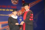 Trao bằng tốt nghiệp đại học liên thông