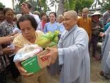 Tặng 350 phần quà cho người nghèo ở Bến Tre