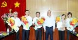 Tỉnh ủy trao quyết định nghỉ hưu theo chế độ cho 5 đồng chí