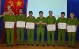 Cảnh sát PCCC tỉnh: Khen thưởng cán bộ chiến sĩ tích cực chữa cháy tại Công ty Sakata