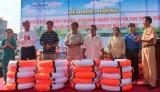 Phát động chiến dịch tuyên truyền, vận động người tham gia giao thông thủy mặc áo phao, sử dụng dụng cụ nổi cứu sinh
