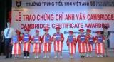 Trường trung - tiểu học Việt Anh: Trao chứng chỉ Anh văn Cambridge