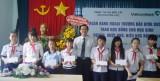 Vietcombank Bắc Bình Dương trao học bổng cho học sinh nghèo hiếu học