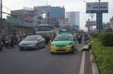 Nhân viên cây xanh bị taxi tông tử nạn