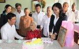Lãnh đạo tỉnh thăm và mừng thọ các cụ tròn 100 tuổi