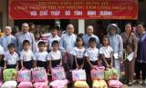 Hội Chữ thập đỏ tỉnh: Tặng quà cho người nghèo và học sinh có hoàn cảnh đặc biệt khó khăn