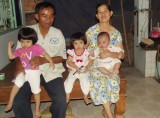 Ba trẻ mồ côi mẹ mong được giúp đỡ