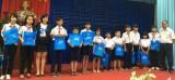 Ngân hàng TMCP Quân đội chi nhánh Bình Dương: Trao quà cho các em học sinh có hoàn cảnh khó khăn