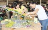 Hơn 100 thí sinh tham gia hội thi cắm hoa nghệ thuật
