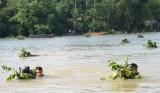 Bộ đội Trung đoàn 2, Sư đoàn 9, Quân đoàn 4: Bơi bao gói vượt sông an toàn