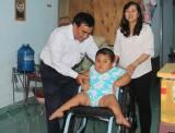 Báo Bình Dương: Trao tặng xe lăn cho trẻ em có hoàn cảnh khó khăn