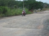 """Đường ĐT749B, đoạn qua xã Minh Hòa, huyện Dầu Tiếng: Vẫn """"điệp khúc"""" hư - sửa"""