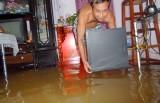 Xã An Sơn, TX.Thuận An: Thủy triều dâng, nước ngập úng nhà của hơn 10 hộ dân