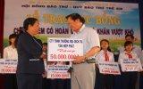 Tập đoàn Tân Hiệp Phát:  Ủng hộ 50 triệu đồng trao học bổng  cho học sinh khó khăn