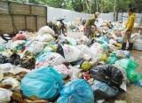 Bãi rác áp sát trường học