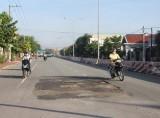 Đường Nguyễn Thị Minh Khai nhanh xuống cấp, người dân bức xúc