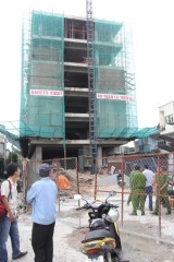 Tuột thang máy vận chuyển vật liệu xây dựng, một công nhân nguy kịch