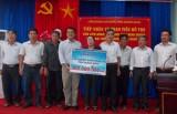 Liên đoàn Lao động tỉnh:  Trao 1,2 tỷ đồng cho các nghiệp đoàn nghề cá