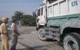 Siết chặt tình trạng xe quá tải, quá khổ trên địa bàn tỉnh: Doanh nghiệp ký cam kết nghiêm chỉnh chấp hành