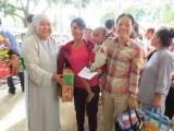 Hội Chữ thập đỏ tỉnh: Tặng nhà Chữ thập đỏ và quà cho người nghèo