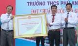 Trường THCS Phú An (TX.Bến Cát): Đón nhận bằng công nhận đạt chuẩn quốc gia giai đoạn 2014-2019