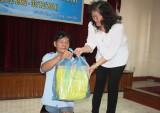 Hội Bảo trợ người khuyết tật - trẻ mồ côi - bệnh nhân nghèo TP.Thủ Dầu Một: Tặng 50 phần quà cho người khuyết tật
