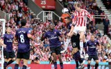 Arsenal gục ngã 2-3 trước Stoke City