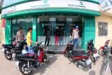 ATM hết tiền, ngân hàng bị phat: Người dân đồng tình, ngân hàng trăn trở!
