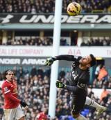 Hugo Lloris giúp Tottenham cầm chân M.U