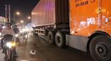 Va chạm giữa xe container và xe máy, một người chết tại chỗ
